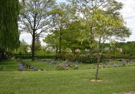 Søndre Kirkegård UH3 plader med beplantning.